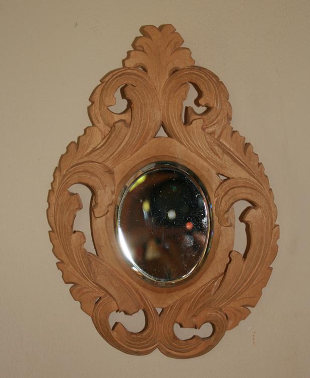 Geschnitzter Spiegelrahmen